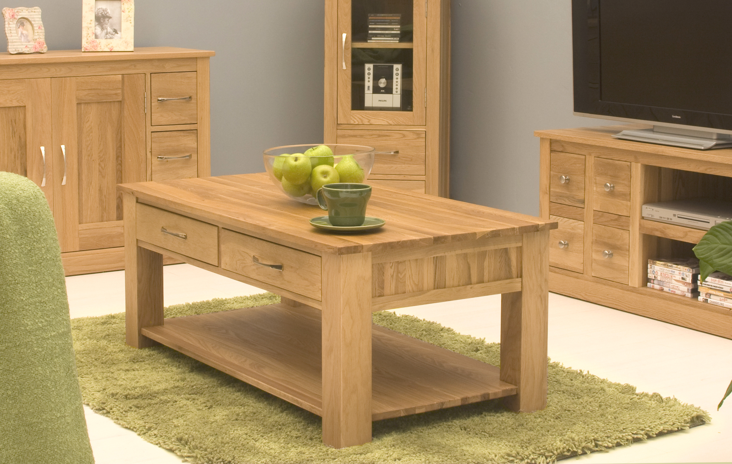 picture of mobel oak four drawer coffee table